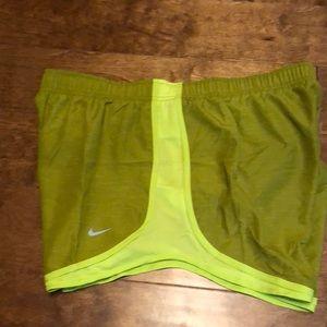 NWT Nike size XXL hunter green shorts